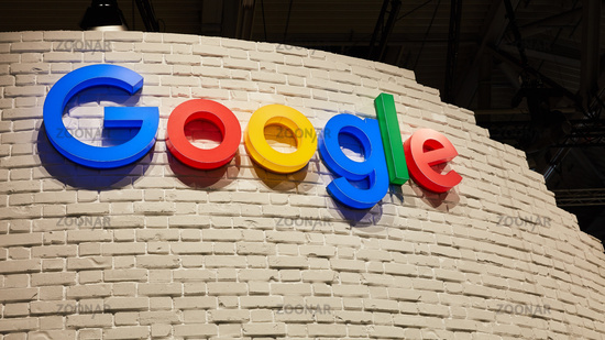 KÖLN, September 2019: Google Logo auf Wand