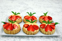 Tortelets with strawberries