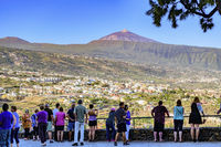 Tourists taking in the view over La Orotava from Mirador La Resbala towards mount Teide