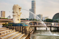 Overview of the marina bay with the Merlion