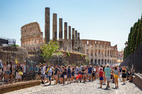 Hordes of tourists queuing on Via Sacra to enter the forum
