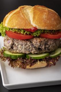 bayerischer Burger in einer Semmel