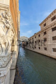 Blick auf die Seufzerbrücke von Venedig