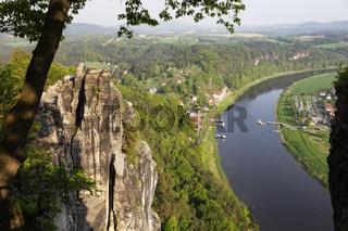 Blick von der Bastei im Elbsandsteingebirge auf die Elbe, Sächsische Schweiz