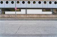 Leere Straße in Stadt