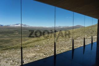 Beobachtungshütte am Massiv des Snøhetta im Dovrefjell