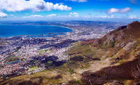 Blick hinab vomTafelberg, Kapstadt, Südafrika, view from Table Mountain, Cape Town, South Africa