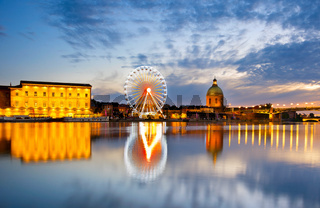 Ferries Wheel river. Toulouse, France