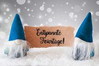 Santa, Blue Hat, Entspannte Feiertage Means Merry Christmas, Gray Background