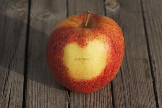 Malus domestica Jonagored, Apple, heart on skin