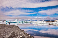 The procession of luminous icebergs on