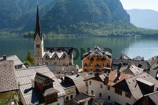 Hallstatt, Salzkammergut, Oesterreich, Hallstatt mit Hallstaetter See und Bergen