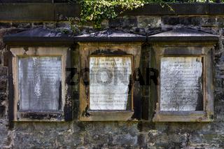 Grabplatte in einem Friedhof in Edinburgh