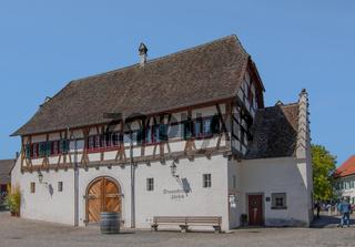 Gebäude der Staatskellerei Zürich beim Kloster Rheinau
