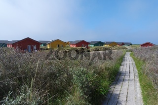 Holzhäuser am Strand von Helgolands Düne