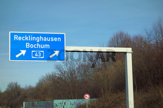 autobahnschild , recklinghausen, bochum, a 43