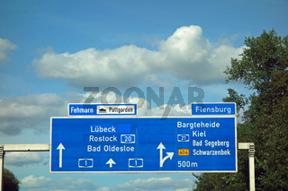 autobahnschild, puttgarden, fehmarn, flensburg, lübeck, rostock, bad oldesloe, bargteheide, kiel, ba