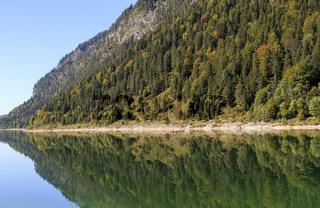 Herbstliches Spiegelbild , Sylvenstein-Stausee