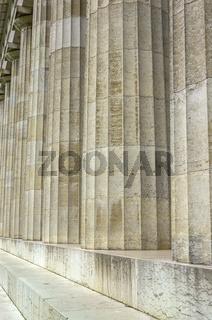 Säulengang der Walhalla bei Regensburg, Bayern, Deutschland