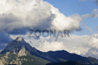 Stürmische Wolken über dem Gipfel