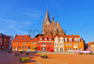 Barth Markt mit Kirche, alte Stadt am Bodden in Deutschland - Barth market square and church, an old town on the Bodden in Germany