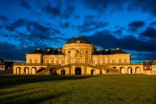 Schloss Solitude mit Blauem Himmel.jpg