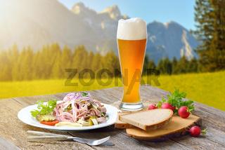 Deftiger Wurstsalat in den bayerischen Bergen