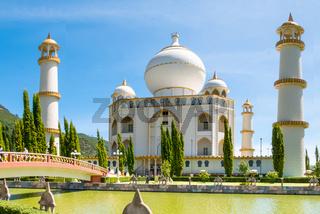 Bogota Jaime Duque park Taj Mahal and its bridge