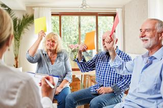 Senioren in der Gruppentherapie Sitzung