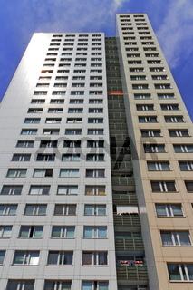 Plattenbau-Hochhaus