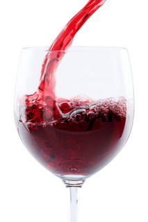 Wein einschenken eingießen Hochformat Rotwein freigestellt Freisteller