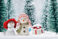 Snowmen and gifts