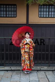 Kyoto, Japan, Junge Frau im Kimono