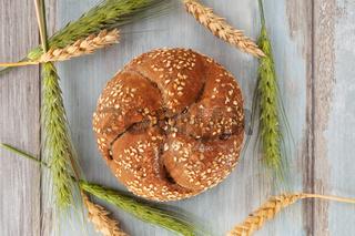 Wholgrail crunchy bun.
