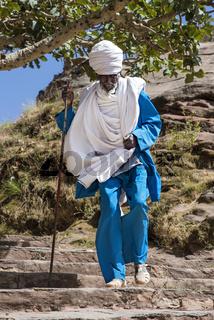 Orthodoxer Gläubiger,  Kirche Abreha wa Atsbaha, bei Wukro,Tigray, Äthiopien