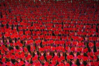 Pjoengjang, Nordkorea, Taenzer und Akrobaten beim Arirang-Festival