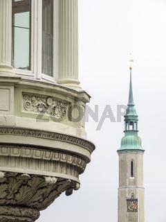 Altes Gebäude und Turm der Dreifaltigkeitskirche in Görlitz, Sachsen, Deutschland