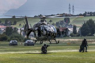 Spezialeinheit Luchs der Polizei Luzern bei einer Übung, Beromünster, Luzern, Schweiz, Europa