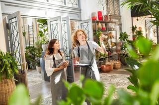 Floristen oder Gärtner Team im Gartencenter