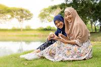 Muslim teenager social media