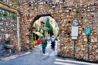 Alte Stadtmauer in Taormina, Sizilien