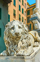 Statue of lying lion
