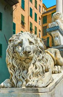 Statue of lying lion