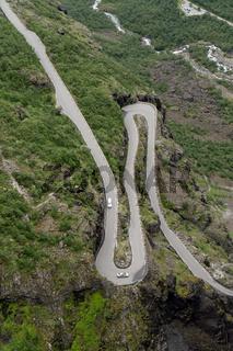 Serpentinen der Passtraße Trollstigen in Norwegen