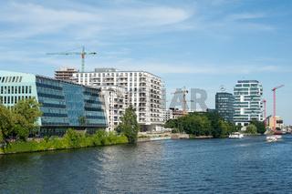 Berlin, Deutschland, Neubauten am Spreeufer in Friedrichshain