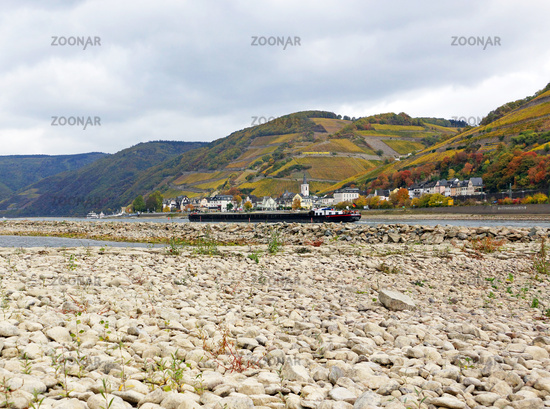Low water on the Rhine, Middle Rhine Valley near Assmannshausen