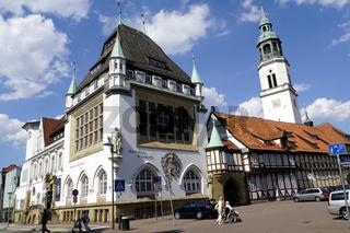 Bomann-Museum, im Hintergrund die Stadtkirche