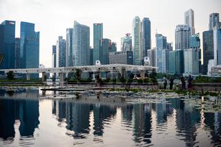 Singapur, Republik Singapur, Skyline des Geschaeftsviertels in Marina Bay