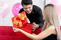 Couple oping gift box